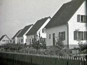 Siedlungshaeuser-wie-vom-Kuenstler-abgebildet-in-Wolfgarten