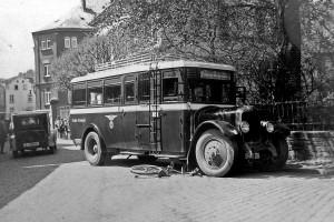 """Abgelöst wurden die Postkutschen seit Mitte der 1920er Jahre durch Busse der """"Kraftpost"""". Bild: Sammlung GFS"""