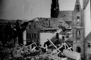 _Dreibornerstraße mit altem Bürgermeisterhaus, im Hintergrund die katholische Kirche