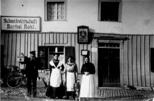 _GaststättRöhl Barthel Röhl mit Töchtern und Frau