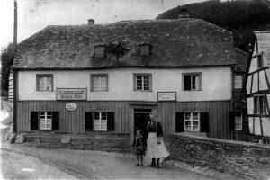 _GaststättenRöhl 1936 Maria Röhl m Nichte Marga